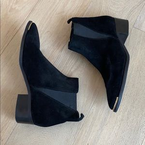 Marc Fisher ankle bootie black size 8.5